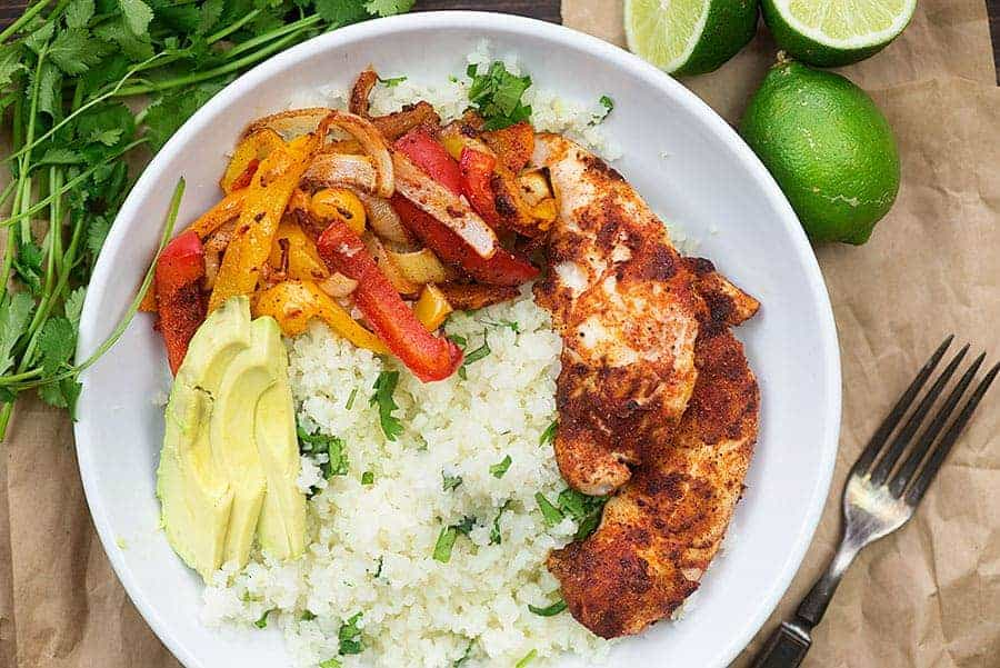 fajitas de pollo in white bowl