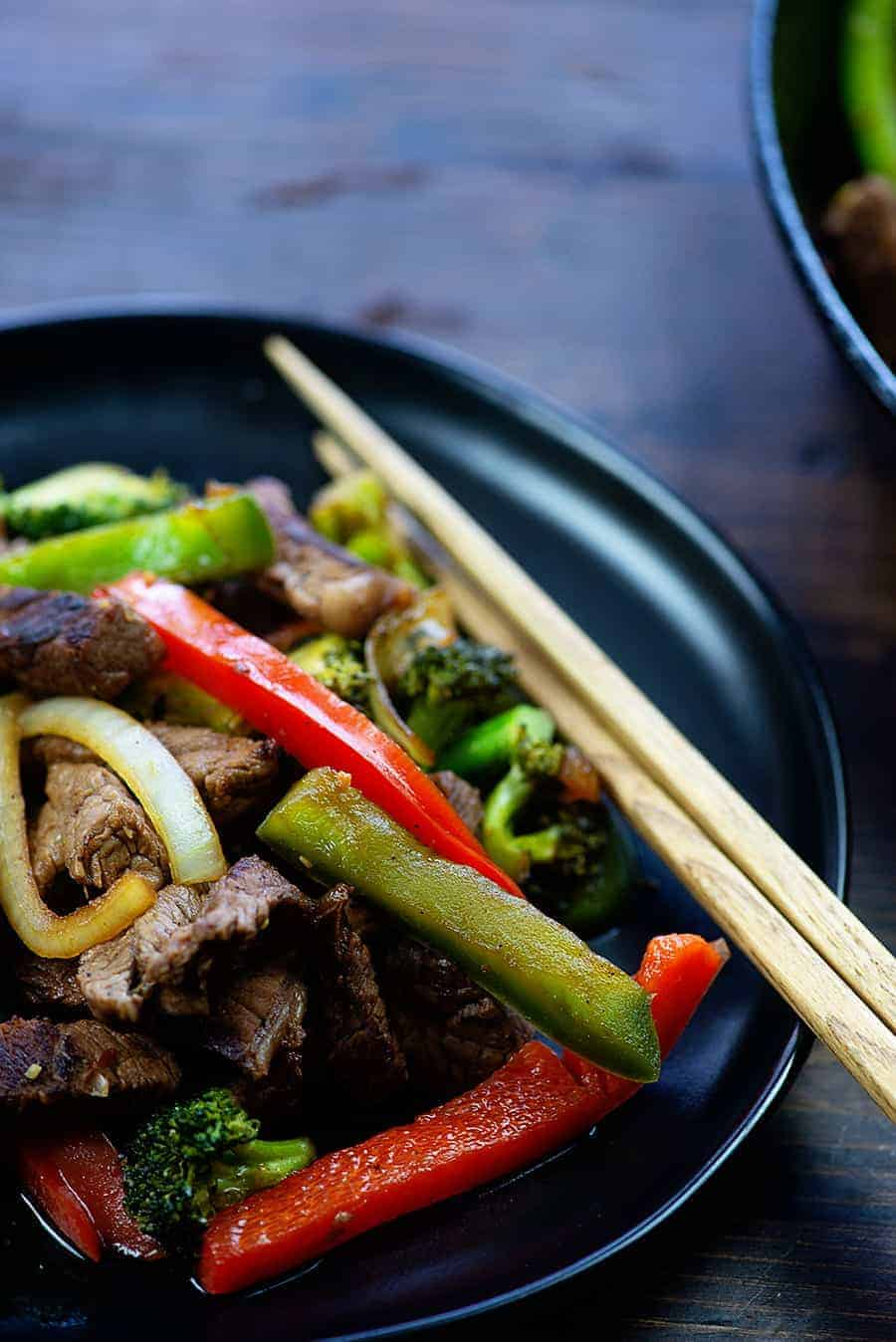 Low carb stir fry recipe! This beef stir fry is made with an easy homemade stir fry sauce! #recipes #lowcarb #keto #steak
