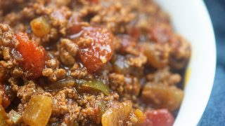 Keto chili! This low carb chili recipe is full of flavor, totally easy to make, and I swear you'd never guess it was low carb! #lowcarb #keto #chili #recipe