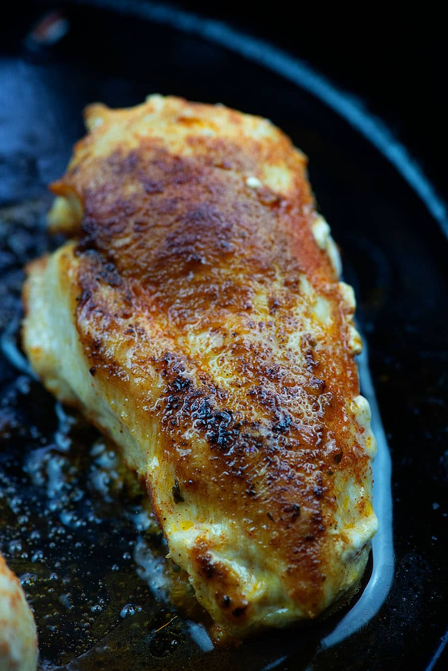 seared chicken in cast iron skillet