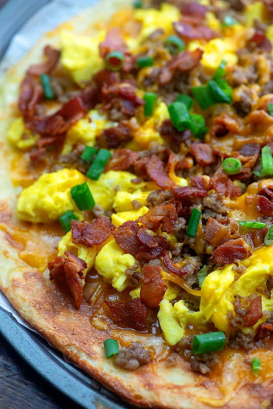 keto breakfast pizza recipe on pizza pan