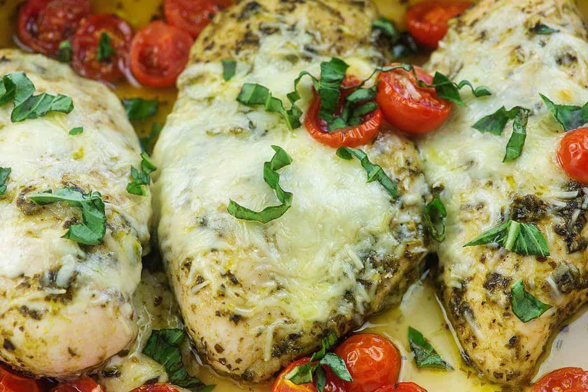 baked chicken pesto with tomatoes