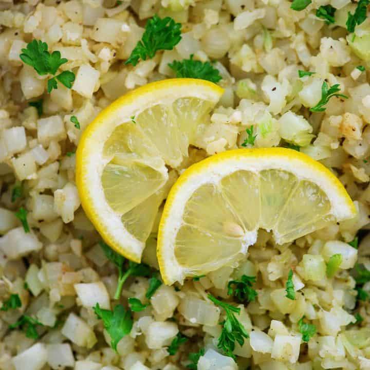 lemon slices on top of cauliflower rice