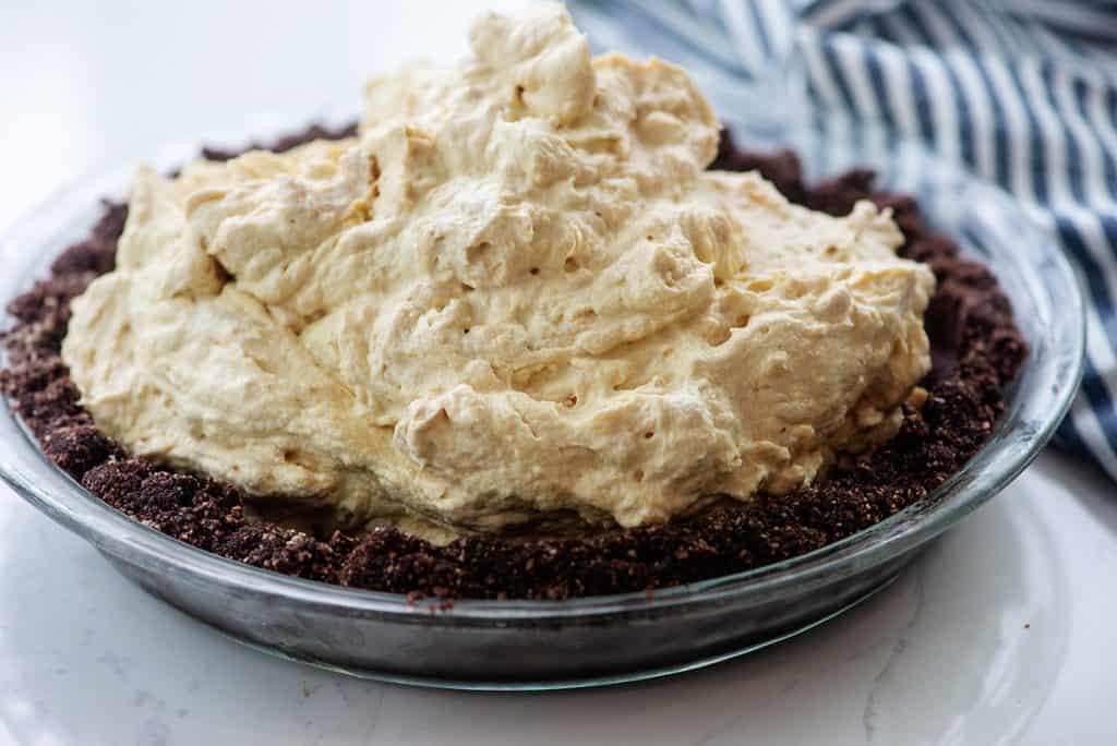 peanut butter filling in chocolate pie crust